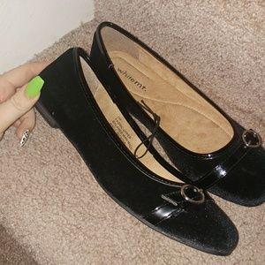 whitemt Shoes - NEW🎀black velour round toe flats